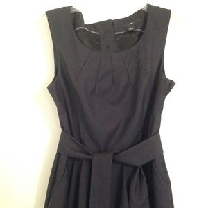 HNM dark blue sleeveless pleated dress